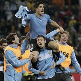 Suárez, Muslera y Abreu, héroes de Uruguay