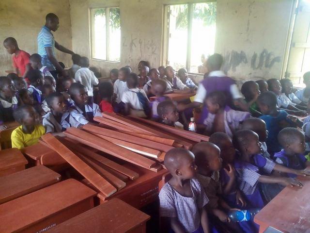 ndokwa-association-in-united-kingdom-donates-desks-to-pupils-2
