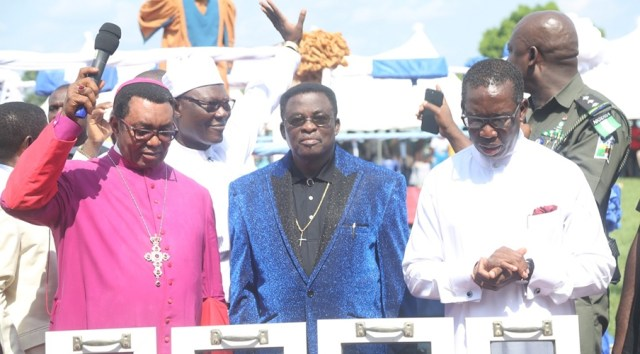 Delta State Governor, Senator Ifeanyi Okowa (right); Archbishop of Enugu Diocese, Most Rev. Emmanuel Chukwuma (left); State CAN Chairman, Apostle Dr. Silvanus Okorote (2nd left) and Chairman, CAN South-South, Archbishop Dr. God-do-well Avwomakpa, during the CAN Day Celebration, at Oleh Township Stadium, Delta State.