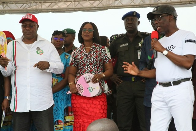 Delta State Governor, Senator Ifenayi Okowa (right); his wife, Dame Edith (3rd left); Deputy Governor of Delta State, Barr. Kingsley Otuaro (left) and his wife, Engr. Ebierin, during Delta State PDP Governorship Campaign, Bomadi Local Government Area, Delta State.