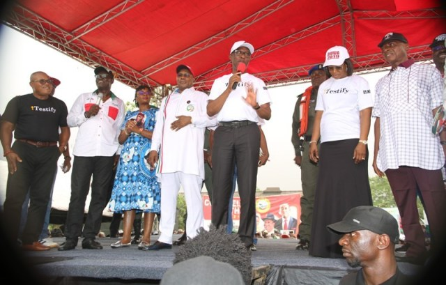 Delta State Governor, Senator Ifeanyi Okowa (2nd right), his wife, Dame Edith (2nd right), Deputy Governor, Barr. Kingsley Otuaro (4th left), his wife, Dr Ebieri (3rd left), Senator James Manager (right), State PDP Chairman, Barr. Kingsley Esiso (2nd left), and the DG State PDP Campaign Organization, Hon Funkekeme Solomon (left), during the Party 2019 General Elections campaign at Burutu LGA