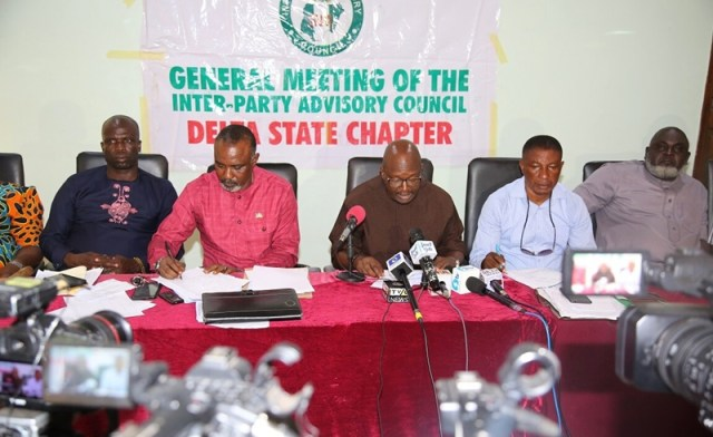 Delta State IPAC Chairman, Mr. Fred Obi (middle); Deputy Chairman, Lordson Ehwubare (2nd right); Secretary, Amb. Peter Emuakpoye (2nd left); Chief Hon. Efe Josiah (left) and Public Relations Officer, Comrade Sylvester Umudjane, during a Press Conference by the Association of Political Parties on the Review of 2019 General Elections.