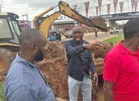 Chief Frank Omare, Director-General, Special Programs to the State Governor (Middle) supervising Desilting of some blocked Drains in Asaba.