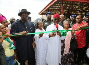 Delta State Governor, Senator Ifeanyi Okowa (middle); Bayelsa State Governor, Hon. Seriake Dickson (2nd left); his wife, Dr. Rachel (3rd left); the Deputy Governor of Ebonyi State, Dr. Eric Igwe (2nd right); Special Adviser to President on Social Investment, Maryam Uwais (3rd right) and Others, during the Commissioning of Goldcoast Dickson Modern Market, Held in Bayelsa State.