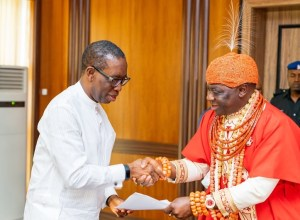 Delta State Governor, Senator Dr. Ifeanyi Okowa (left) receiving a letter of address from His Royal Majesty, Ogiame Ikenwoli, the Olu of Warri Kingdom, during a courtesy call on the Governor, by the Olu of Warri and his Chiefs.