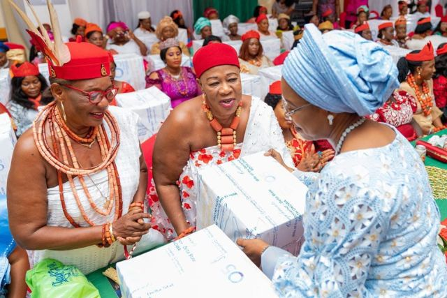 Dame Edith Okowa, Wife of Delta Governor Presenting Christmas Package to Royal Mothers in the State
