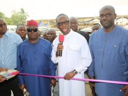 Delta State Governor, Senator Dr. Ifeanyi Okowa (2ndright); Chairman (DESOPADEC), Bashorun Askia Ogieh (2ndleft); Hon. Erijo Johnson (left); Chairman, Isoko South Local Government Area, Hon. Itiako Ikpokpo (right) and Others, Commissioning the newly constructed Modern Civic Centre ,Uzere, Delta State. Saturday, January 25, 2020