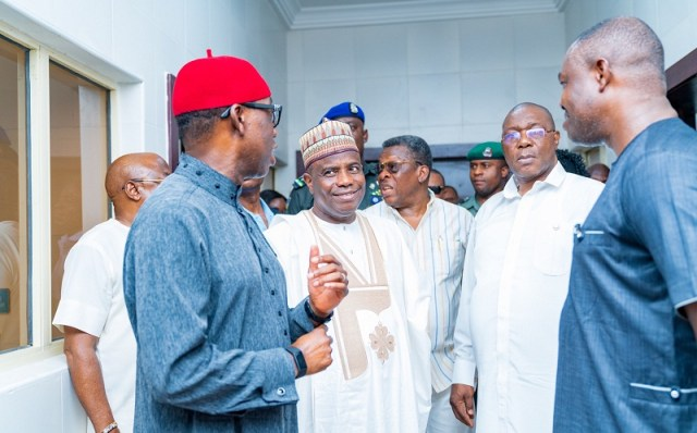 Governor  Ifeanyi Okowa (left), Rt. Hon. Aminu Waziri Tambuwal (2nd left), Delta Commissioner for Health, Dr. Mordi Ononye, (middle), Deputy Governor, Barr. Kingsley Otuaro and the CMD, Federal Medical Centre, Dr. Victor Osiatuma during a visit to the COVID-19 Isolation and treatment centre in Asaba