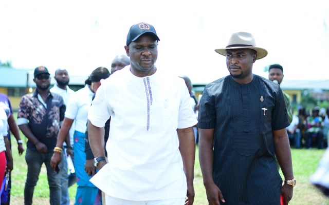 L-R: Chairman, Isoko North Local Area, Hon. Emmanuel Egbabor and Founder, Oghenero Alakpodia Foundation, Rotarian Oghenero Alakpodia