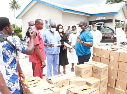 Delta Speaker Rt Hon Sheriff Oborevwori (right) donating hand sanitizers and other items to Okpe Constituents