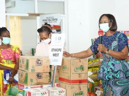 Dame Edith Okowa (right) speaking at the distribution of Food Items to Orphanages in the State to Mark 2020 Children's Day Celebration