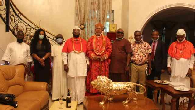 Group photograph of King Charles Ayemi-Botu and FUPRE Management