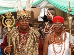 L-R: HRH Igwe Chukwunweze Patrick Okolo 1 of Nkpunano Nsukka Ancient Kingdom and HRM Obi Martha Dunkwu, Omu Anioma during the conferment of Nneoha title on Monday, October 19, 2020