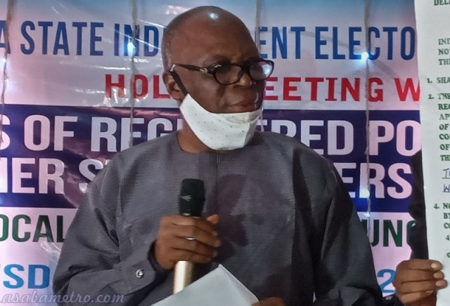 DSIEC Chairman, Chief Mike Ogbodu announcing 2021 Delta LG Election Date during a meeting with political parties on Tuesday, November 1, 2020 (Pics: asabametro.com)