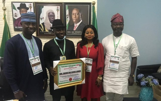 Hon Emomotimi Guwor (2nd left) with the Most Effective and Proactive Lawmaker for the Year 2020 Award, by the Nigeria House of Dream Parliament