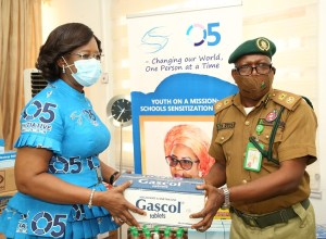 The wife of the Delta State Governor, founder O5 Initiative, Dame Edith Okowa (Left) presenting cartons of Drugs donated by O5 Initiative to the Deputy Comptroller, Friday Esezobor Ovie, Delta State Command, for the Five Correctional Centre in Delta State on Tuesday, December 8, 2020 (Pix: Norbert Amede)