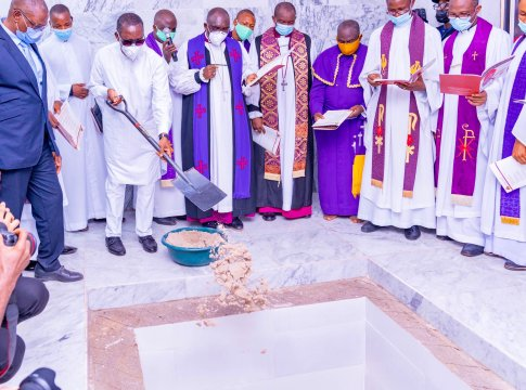 Delta Governor, Senator Ifeanyi Okowa throwing sand into the Grave of his late father, Pa Okorie Okowa on Tuesday, 16, 2021