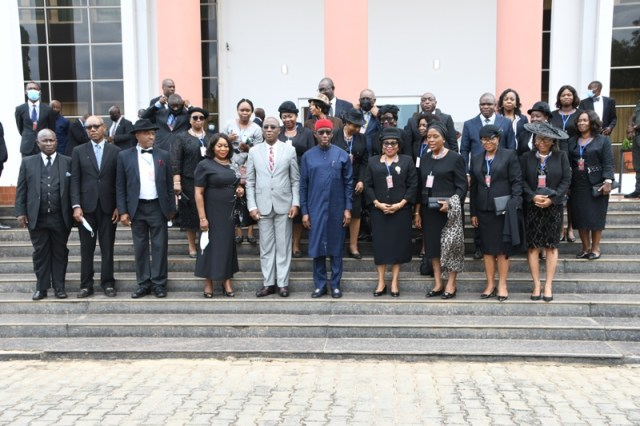 Delta Governor, Senator Dr. Ifeanyi Okowa (6th right) with Judges in the state led by outgoing Chief Judge of the State, Justice Marshall Umukoro (5th left), shortly after their courtesy call on the Governor in Asaba on Tuesday, May 18, 2021 (Photo: Bripin Enarusai)