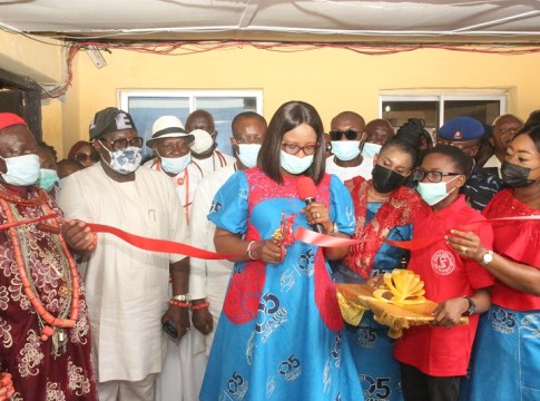 The wife of the Delta State Governor and founder O5 Initiative, Dame Edith Okowa (Middle) cutting the tape to Inaugurate the 16th Sickle cell clinic in Central Hospital Warri while the wife of the Speaker of the Delta State House of Assembly, Mrs. Tobore (3rd right), the Director General O5 Initiative, Mrs. Kevwe Agas (right),the member representing Warri Federal Constituency, Hon. Thomas Ereyitomi (2nd Left), the Ovie of Okere-Urhobo Warri,HRM Emmanuel Okumagba (Left) and others watch on Friday, July 30, 2021.