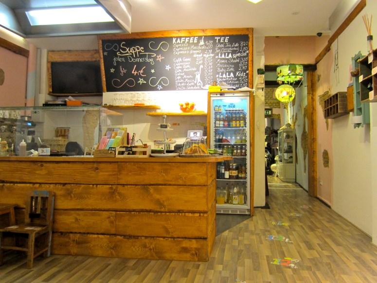 Cafë counter