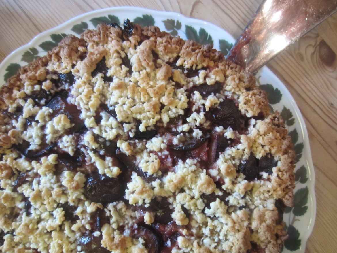 German plum crumble cake