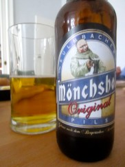 Bottle and glass of Mönschof beer