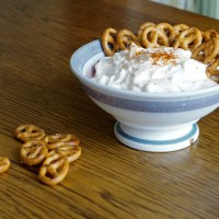 Spundekäse | Cream cheese dip with pretzels (Recipe)