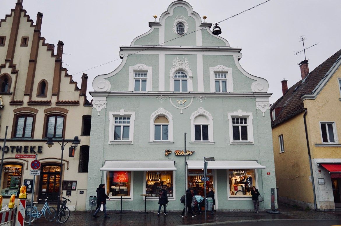 A pastel-coloured building in Freising, Bavaria