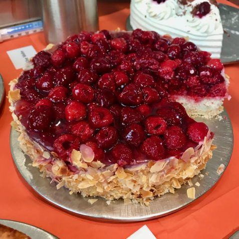 A raspberry cake with almonds at Domäne Mechtildshausen