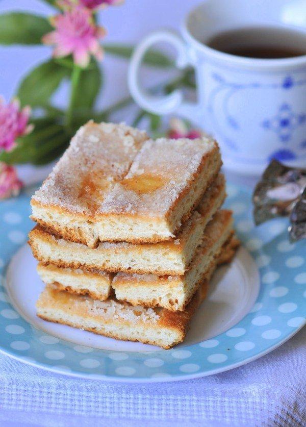 Omas-Butterküchen-German-Butter-Cake-3-734x1024