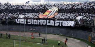 L'immagine dei tifosi dell'Ascoli Calcio ripostata da Pulcinelli su Facebook