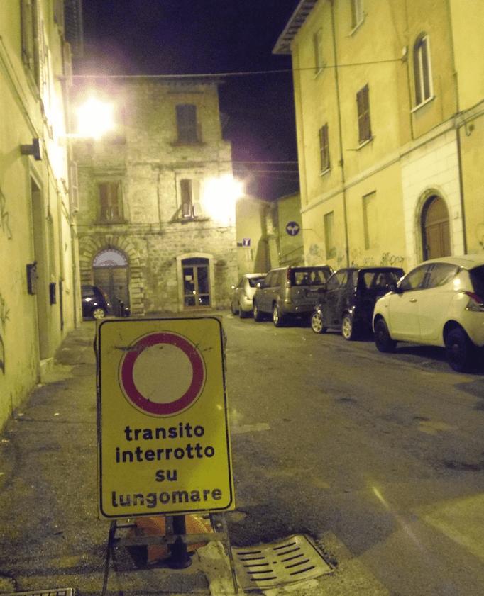 Il cartello comparso ad Ascoli, fonte Cristiano Militello
