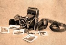 Una vecchia macchina fotografica