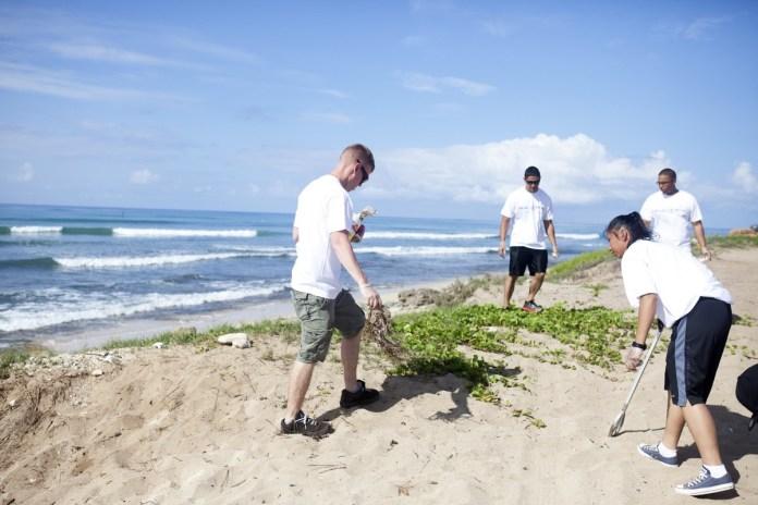 Pulizia spiagge, foto generica