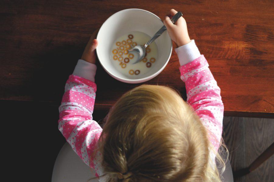 Momento del pasto con il tuo bambino? Prova il metodo montessoriano!