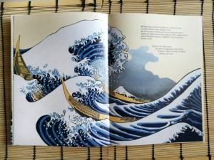 albo illustrato La grande onda Hokusai