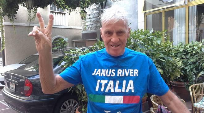 Da 18 anni Janus River gira il mondo in bicicletta