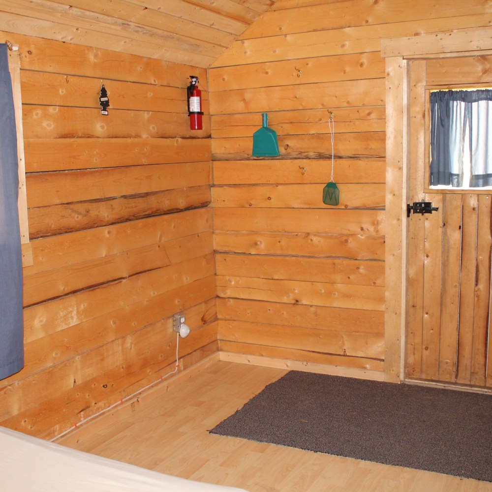 Large Cabin interior 5