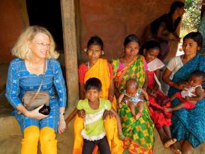 Cornelia Mallebrein im Gespräch mit Frauen der Maliah-Kandh (Foto: C.M.)
