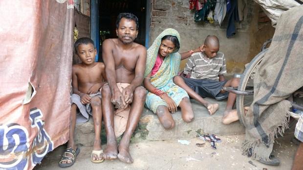 Leprakranke Familie mit zwei behinderten Kindern, Leprakolonie Puri (Foto: C.M.)
