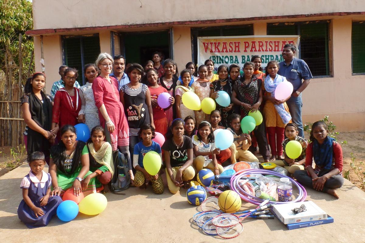 Ursel Kapp bei den Kinder von Vikash Parishad