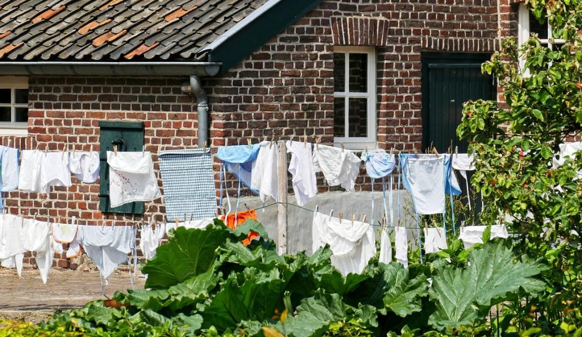 laundry drying racks