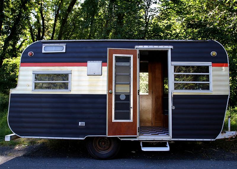 The-Tiny-Book-Show---caravan