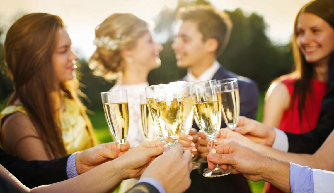 good wedding guest etiquette