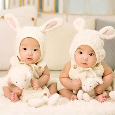 Birth order, twins