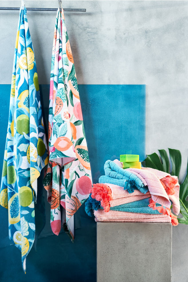 1a23e141ef1 These towels from H   M has a velour front with the print