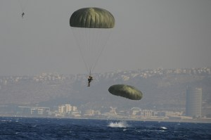 Saut en parachute près de Haifa