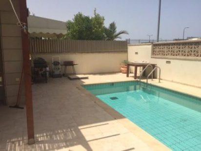 piscine et barbecue