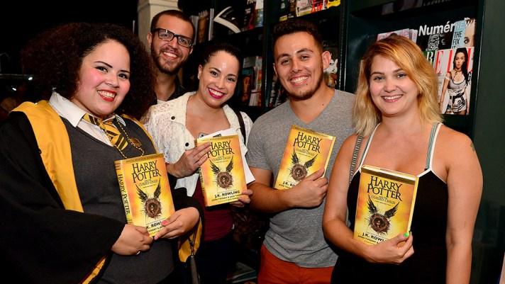 Harry-Potter-les-fans-se-ruent-sur-le-nouveau-livre