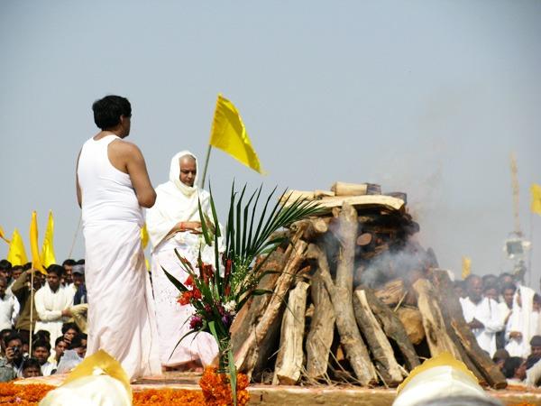girishi-varma-maharishi-funeral-cremation